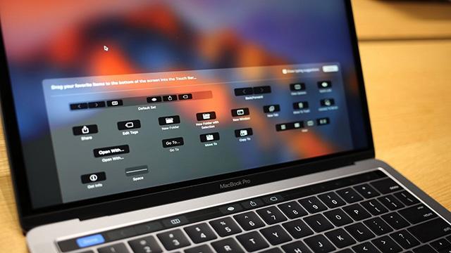 Cụm phím chức năng đã được thay thế bằng Touch Bar