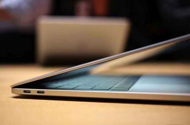 MacBook Pro 2016 chuyển hết sang sử dụng USB-C