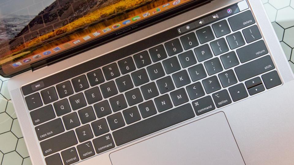 MacF5.vn Macbook Pro 13-inch Touch Bar 2019 i5 - Bàn phím bền bỉ và chính xác